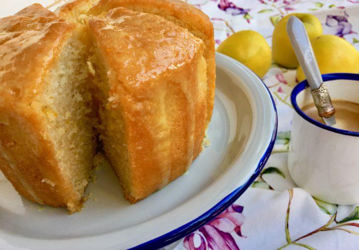 Bizcocho sin grasa con  glaseado de limón