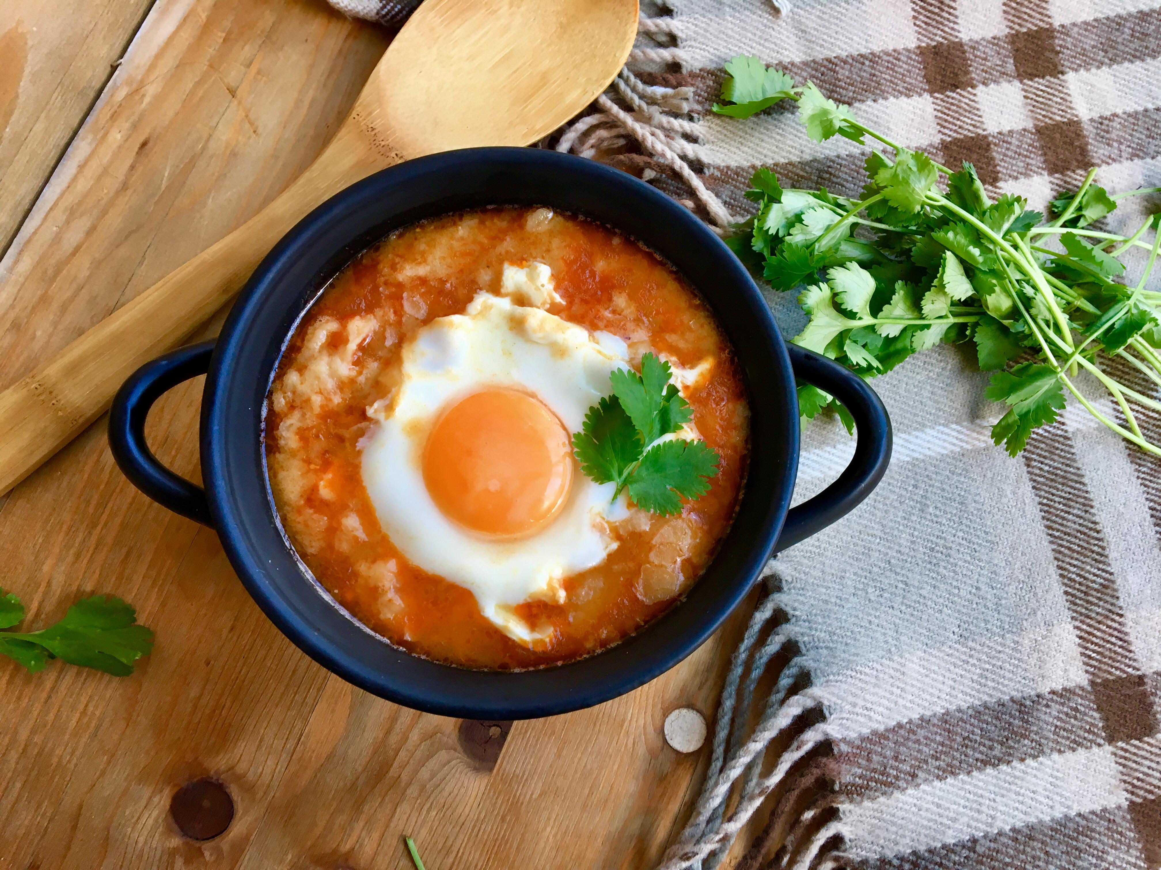 Sopa de ajo con jamón y huevo